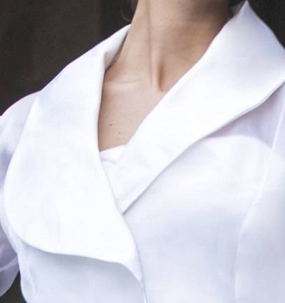 details Mirage – white shawl collar